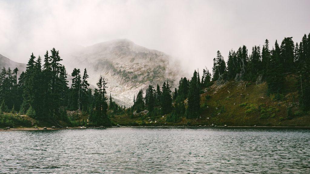lake-1209699_1920